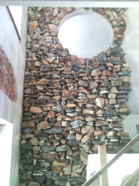 Wohnzimmer Bar Traunstein Steinwand Big
