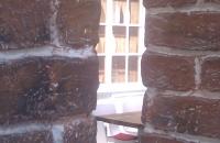 Ziegelwand alt Fabrik Style-378  Durch einen Durchbruch gesehen im Vordergrund die  ZIEGELWAND