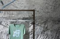 kunstfelsenwand-grau-ladenbau