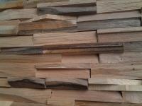 Holzwand aus echtem Holz