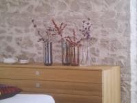 Kunststeinpaneel im Schlafzimmer mit Marsalla grey