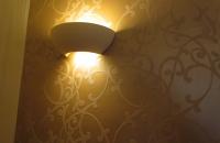 schlossklinik-abtsee-tapetenwand-metallico-2-mit-licht