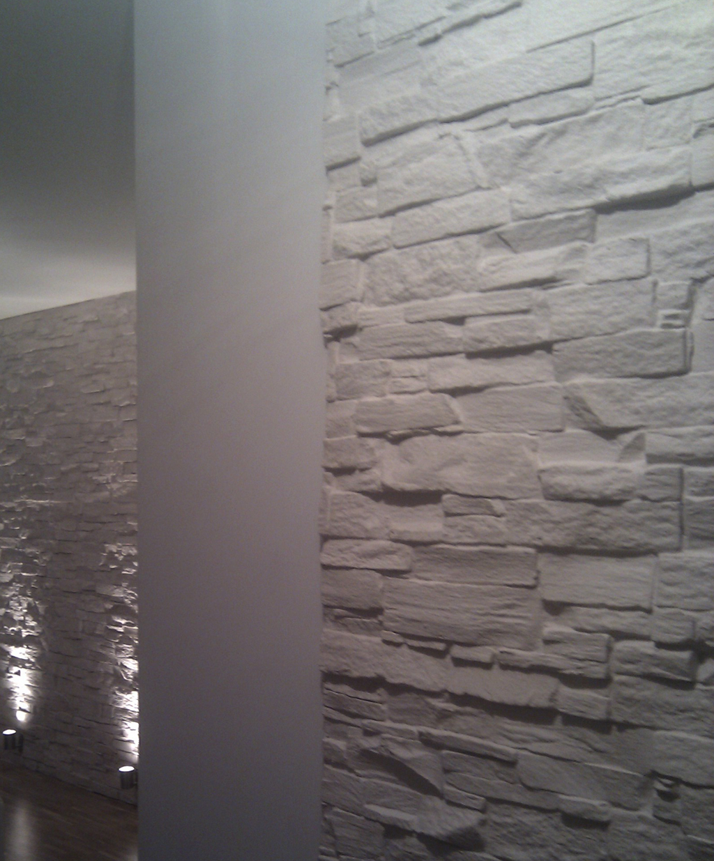 ... Steinwand Modern In Mietswohnung Bari Weiss ...