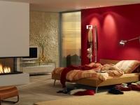 Mediterrane Steinwand Marsalla im Wohnzimmer mit roter Wand