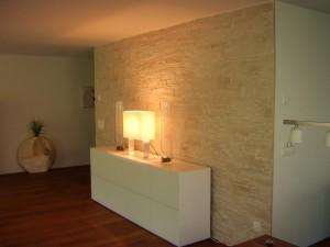Wohnzimmerwand mit Steinwand gestaltung