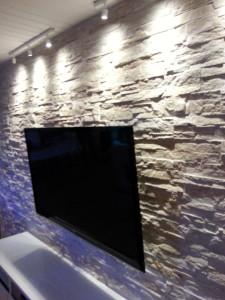 STeinwand  Dundee mit  TV Bildschirm